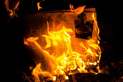 Burning Paper (betadecay2000) Tags: burning paper papier magazin magazine vuur brand brennen burn fire flames feuer rot rood orange