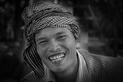 portrait Cambodge/Cambodia (ichauvel) Tags: portraitnoiretblanc blackandwhiteportrait portraiture portrait visage face sourire smile exterieur outside cambodhe cambodia asiedusudest southeastasia voyage travel