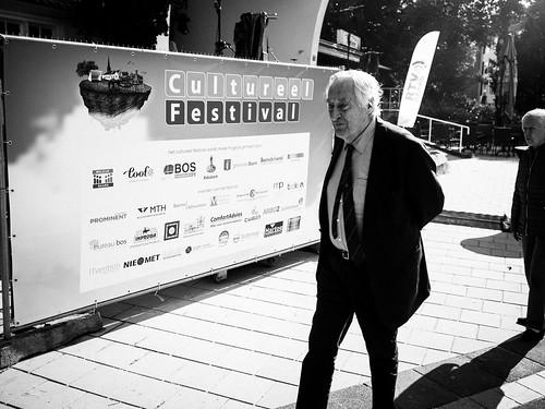 cfb-pekingtuin_podium_bos-001