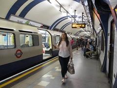 South Kensington Station | Piccadilly Line (tehshadowbat) Tags: londontransport londonunderground london tube piccadillyline