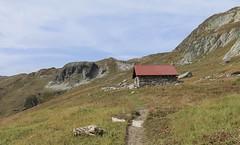 Lona (bulbocode909) Tags: valais suisse grimentz lona valdanniviers chalets cabanes sentiers rochers montagnes nature paysages vert bleu cabanedesbecsdebosson rouge