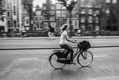 A moment frozen in Time (FrecKles:)) Tags: moment bw pb bicycle bicicleta mulher woman amsterdam amesterdão holanda netherlands
