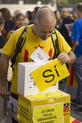 Rassemblement pour la démocratie en Catalogne (vx_lentz) Tags: anc catalogne catalunya paris place de la république 1oct2017