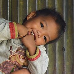 Portrait Philippines _7296C (ichauvel) Tags: portrait portraiture sourire smile mignon cute expression mains hands petitgarçon littleboy enfant child enfance childhood provincedukalinga kalingaprovince iledeluzon luzonisland tinglayen tinglayan philippines asie asia asiedusudest southeastasia voyage travel exterieur outside village