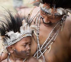 mum looking at baby (kthustler) Tags: goroka singsing papuanewguinea tribes huliwigmen mudmen