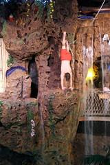 Colorado - Lakewood: Casa Bonita - Cliff Diver (wallyg) Tags: casabonita colorado denver jeffersoncounty lakewood diver cliffdiver diving cliffdiving