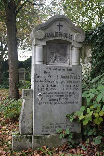 Alter Grabstein auf dem Friedhof in Metten