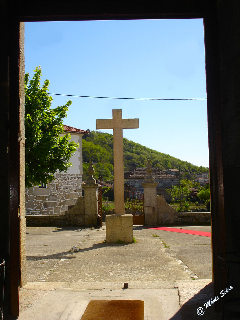 Águas Frias (Chaves) - ... o cruzeiro no adro da igreja ...