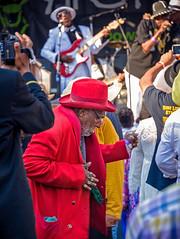 Celebrating the Blues in Red (luqmac) Tags: artandsoulfestival2017 california downtownoakland frankhogawaplaza magicmediaproduction nikoncameras nikond610 oakland oaklandartandsoulfest oaklandcalifornia oaklandcitycenter usa caravanofallstars westcoastbluesmusic westcoastbluessociety darrylmcelroy