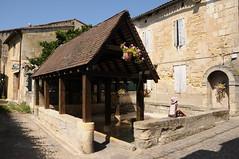 Village de Saint-Emilion, Gironde, France (Tsinoul) Tags: village saintémilion gironde france département33 bordelais vignobledesaintémilion nouvelleaquitaine lavoir fontaine fontainedelaplace rue ruelle ruedelapetitefontaine nikon d300 nikond300