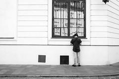 (fernando_gm) Tags: street man boy monochrome monocromo monocromatico fujifilm fuji 1024mm xt1 blackandwhite bw blancoynegro callejera calle varsovia polonia warsaw people gente human humano person persona