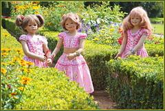 Blumenmädchen ... (Kindergartenkinder) Tags: schlossanholt dolls himstedt annette park kindergartenkinder sommer wasserburg annemoni margie milina isselburg garten