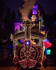 Main Street Electrical Parade rolls down Main Street USA at Disneyland. For more photos I recently shot of MSEP, check out my recent post on the blog! (Tom.Bricker) Tags: ifttt instagram