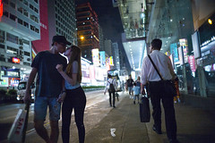 The kiss (人間觀察) Tags: leica m240p leicam leicamp f20 f2 hong kong street photography people candid city stranger mp m240 public space walking off finder road travelling trip travel 人 陌生人 街拍 asia girls girl woman 香港 wide open ms optics apoqualiag 28mm apoqualia optical night