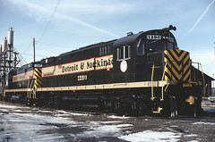 Detroit & Mackinac in DETROIT! (RustBeltRailroad) Tags: detroit mackinac railroad train dm michigan short lines alco c425 bay city