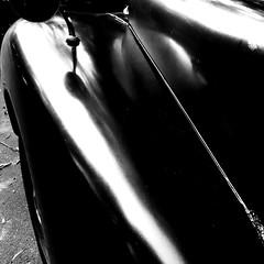 Une certaine chaleur dans les lignes... (woltarise) Tags: automobile détails noire lumière reflets