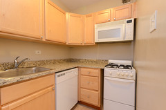 451.Wrightwood.706-7 (BJBProperties) Tags: 451wrightwood 706 t06 451 model furnished