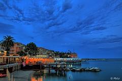 Una sera a Rapallo (Maurizio Longinotti) Tags: unaseraarapallo evening sera bluhour rapallo orablu cielo sky nuvole clouds mare sea marligure golfodeltigullio luci lights liguria italia italy spiaggia beach