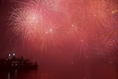 Geneva fireworks spectacle (somabiswas) Tags: geneve fetesdegeneve lake fireworks 2017 festival boat night lights saariysqualitypictures