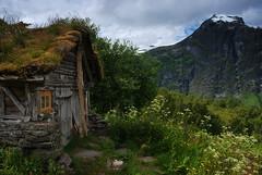 Teinnosa (1436 masl) (DoctorMP) Tags: norwegia norway norge moreogromsdal góry lato summer mountains geiranger homlungsaetra geirangerfjorden farma farm huts chaty