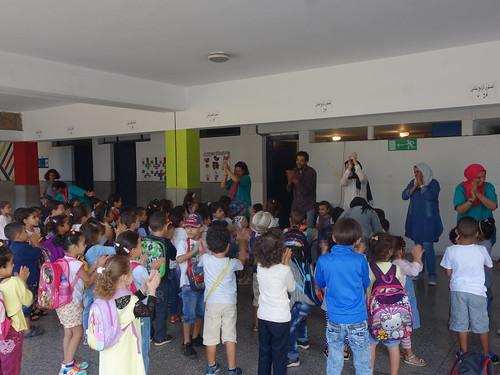Ici, on danse avant de rentrer en classe étudier !