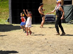 kids at noise henge stage (citymaus) Tags: oregon eclipse gathering 2017 big summit praire ochoco national forest or symbiosis musicfestival music art arts festival noise henge stage house kids children family friendly child kid girls dance dancing headphones ear protection prairie