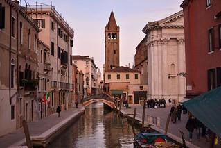 Venice : Campo S. Barnaba / Ponte S. Barnaba