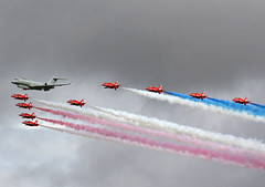 2002 Bombardier Sentinel R.1 ZJ691 with The Red Arrows - Scampton Air Show 2017 (anorakin) Tags: bombardier globalexpress sentinel zj691 raf scampton
