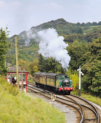 Under Observation. (Neil Harvey 156) Tags: steam steamloco steamengine steamrailway railway 1704 nunlow damemsjunction damemsloop keighleyworthvalleyrailway kwvr worthvalleyrailway tankengine hudswellclarke semaphoresignal signalbox