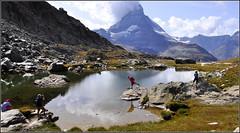 chérie, plus haut la jambe et avance encore un peu... (Save planet Earth !) Tags: suisse amcc nikon zermatt cervin fun montagne pountain lac mountain