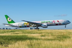 EVA Air Hello Kitty Livery / B-16703 / Boeing 777-300ER / LFPG-LBG 27R / © (RVA Aviation Photography (Robin Van Acker)) Tags: airport planes trafic airlines avgeek airliner outdoor airplane aircraft vehicle jetliner jet jumbo air photography aviation aviationphotography paris charlesdegaulles