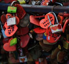 Safe... love (Robyn Hooz) Tags: love safe bangkok lucchetto key chiave arte lovers amanti stretti chiuso