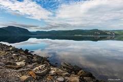 Quiet morning in Gros Morne (Photosuze) Tags: canada newfoundland water lake grosmornenationalpark rocks shore clouds sky reflection landscape mountains