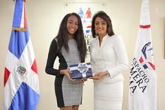 """Cándida Montilla recibió esta tarde a diez jóvenes galardonados con el Premio al Mérito Escolar. • <a style=""""font-size:0.8em;"""" href=""""http://www.flickr.com/photos/137394602@N06/36409636245/"""" target=""""_blank"""">View on Flickr</a>"""