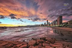 (494/17) Levante al anochecer (Pablo Arias) Tags: pabloarias photoshop photomatix nxd españa cielo nubes arquitectura playa arena rocas mar agua mediterráneo luces anochecer ocaso benidorm alicante