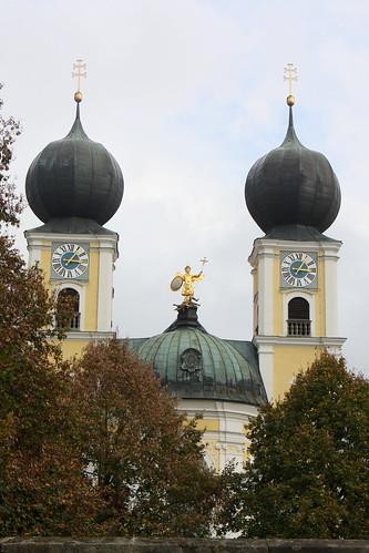 Kloster Metten: Zwiebeltürme der Abteikirche St. Michael