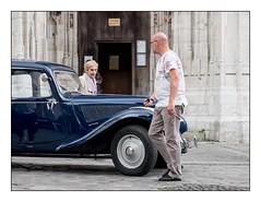 La rencontre (SiouXie's) Tags: fuji fujifilm xe2 55200 siouxies rouen normandie normandy ville city rue street couleurs colors voiture car