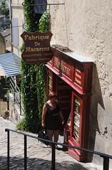 Village de Saint-Emilion, Gironde, France (Tsinoul) Tags: village saintémilion gironde france département33 bordelais vignobledesaintémilion nouvelleaquitaine tertredelatente magasin boutique macaron fabrique sylvie famille family ruelle nikon d300 nikond300