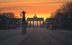 The Rufer at the Brandenburg Gate (Light Levels Photoworks) Tags: hope the rufer brandenburg gate brandenburger tor berlin berliner bärlin deutschland germany city peace frieden world view landscape landschaft cityscape sunrise sonnenaufgang
