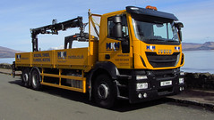 iveco (Duncan the road rebel) Tags: iveco transport truck trucker lgv hgv heavygoodsvehicle largegoodsvehicle yellow hiab lorryloader crane liftingaid truckmountedcrane lorrymountedcrane buildingsupplies mkm g7mkm