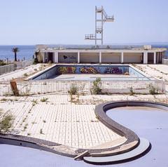 La piscine (johan masia) Tags: bronica sq sqa film 6x6 80mm argentique analog analogico provia 100f provia100f travel journey voyage viaje viaggio south sud provence provenza square epson v600