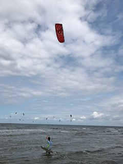 Sea Real People Horizon Over Water Leisure Activity Water Kiteboarding Sky Adventure Nature Extreme Sports Men Sport Cloud - Sky Day Mid-air Full Length Beauty In Nature Lifestyles Outdoors Weekend Activities Kitesurfing