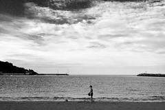 Playing at the beach (jokinzuru) Tags: itsasoa mar sea hondartza playa fuenterrabía hondarribi beach