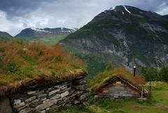 Homlungsaetra and Geitfonnegga (DoctorMP) Tags: norwegia norway norge moreogromsdal góry lato summer mountains geiranger homlungsaetra geirangerfjorden farma farm huts chaty
