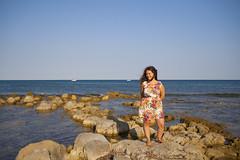 In riva al mare 2 (DeVisu & Lagunare) Tags: canon eos 350d isola correnti island sicily sicilia tamron polarizzatore cpl girlfriend girl shot spiaggia bay mare sea riva