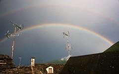 Doppio arcobaleno sui tetti di Malesco (Massimo Caccia) Tags: arcobaleno temporale ossola malesco piemonte colori cielo tetti vallevigezzo