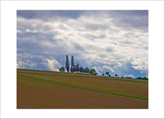 Eifellandschaft (dolorix) Tags: dolorix landschaft landscape eifel maifeld baum tree feld field kapelle chapel himmel sky wolken clouds