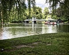 Boston Public Gardens (DASEye) Tags: davidadamson daseye iphone boston garden bostonpublicgardens publicgardens orton lake pond botanicalgardens gardens
