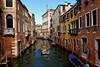 Venice : Rio de San Polo (Pantchoa) Tags: venise italie sanpolo rio riodesanpolo eau canal bateau barque architecture ville ancienne façades nikon d7100 1685 antiquité maisons