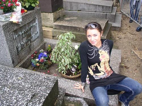 Silvia 💟 #rock #thedoors #blues 🎸 #rocknroll #jimmorrison #psichedelica 🎥 #elettritv #stralike 🌹 #doors #sottosuolo #music #dalvivo #alternative #tombofmorrison #underground #tibervalley #roma #francia #italia #ro